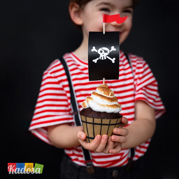 Cupcake Topper PIRATI a Forma di Vele e Botti in Legno 6 pz Set Pirati Botte e Vela Arrembggio Pirata Compleanno Party Vele Teschio Festa a Tema ZFM3 - Kadosa